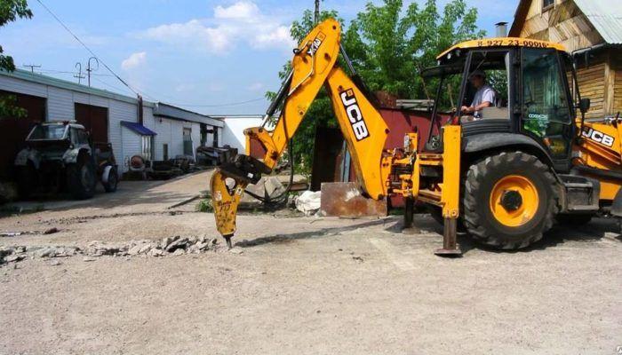 Демонтаж дорожного покрытия мини-экскаватором
