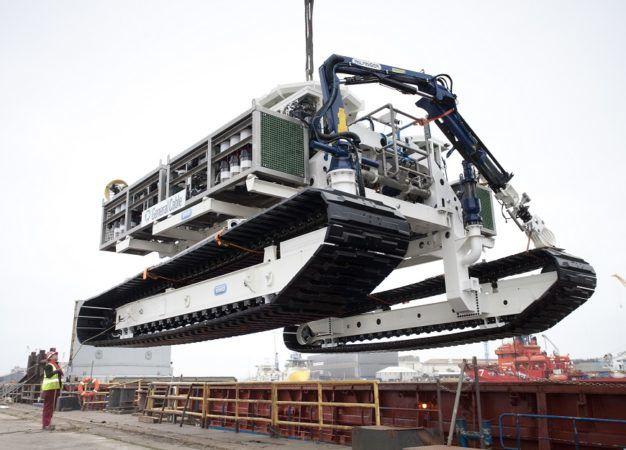 Подводные тракторы SMD обладают мощностью от 800 до 3200 л.с. и предназначены для обустройства траншей и укладки кабелей и трубопроводов в твердых почвах
