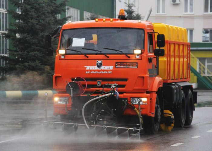 Поливомоечная машина на базе КАМАЗ с метелкой