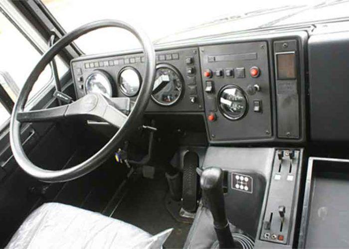 Салон, руль и панель приборов автомобиля МАЗ-5551