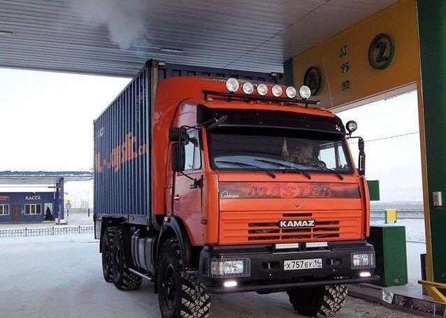 Тюнинг Камаз 65115 с добавлением фар на кабину