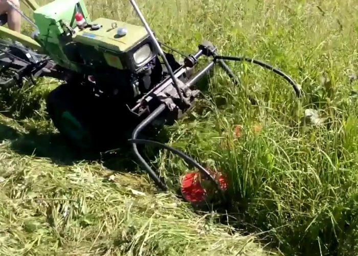 Кошение травы мотоблоком