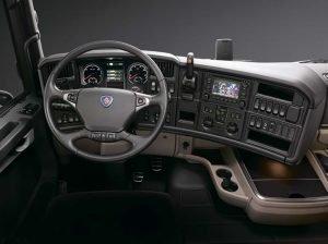 Приборная панель самосвала Scania p400