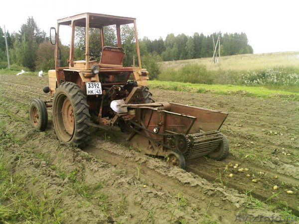 Трактор T-25 в работе