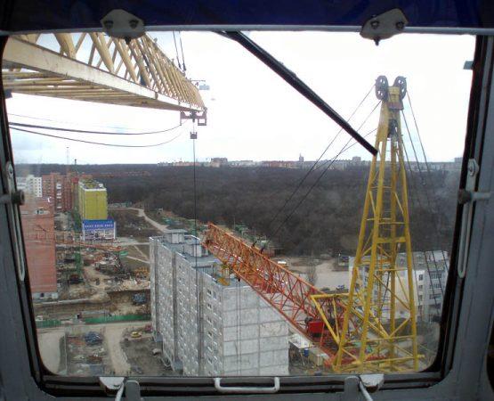 Вид из кабины башенного крана КБ-408.21