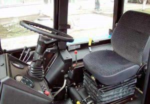 Кабина трактора МТЗ-422 внутри