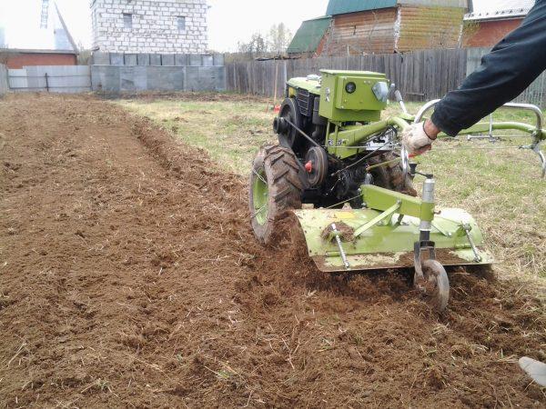 Культивация почвы мотоблоком