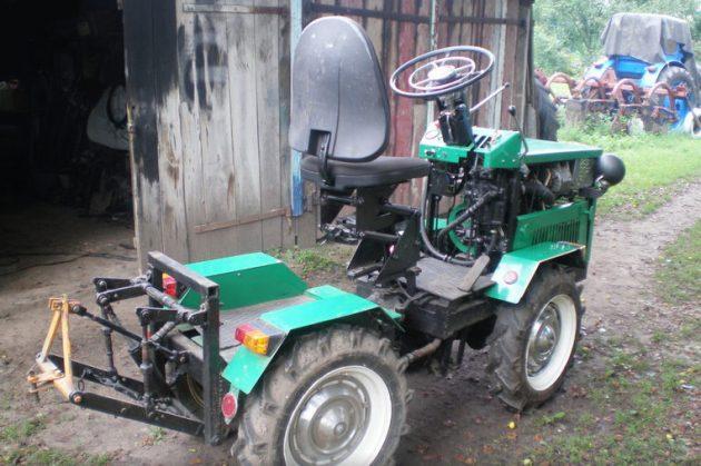 Полноприводный мини-трактор с ломающейся рамой
