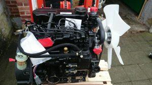 Старый автомобильный двигатель для создания тракторного шасси