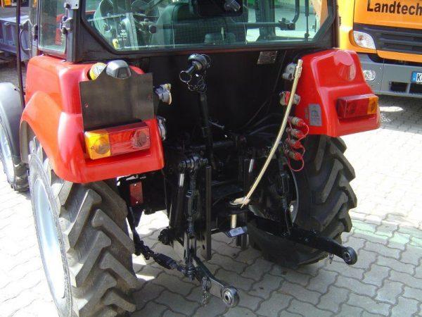 Вид трактора МТЗ-422 сзади