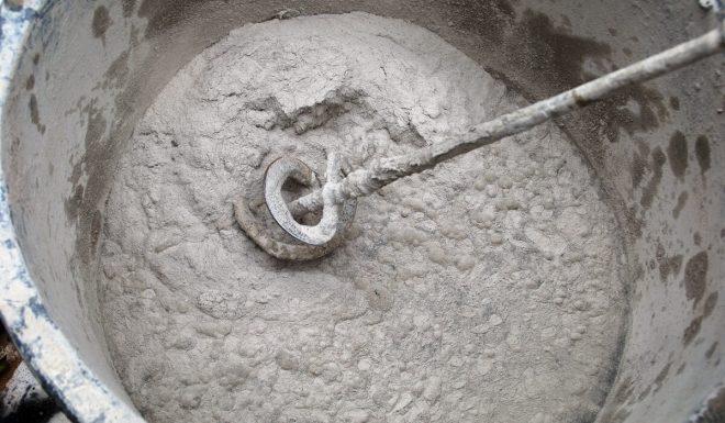 Замешивание цементной штукатурки