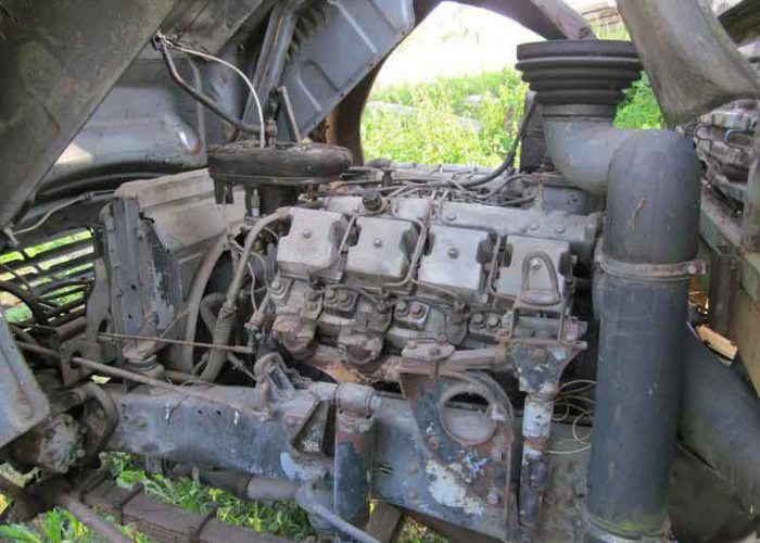 Двигатель Камаза 5320 под кабиной