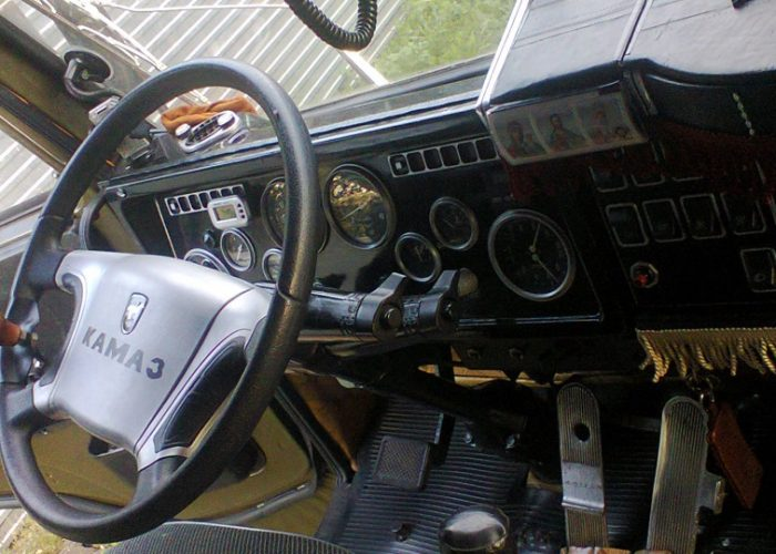 Фото кабины Камаза 5320 панель