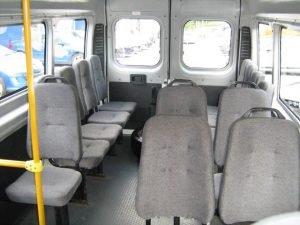Интерьер микроавтобуса Пежо Боксер