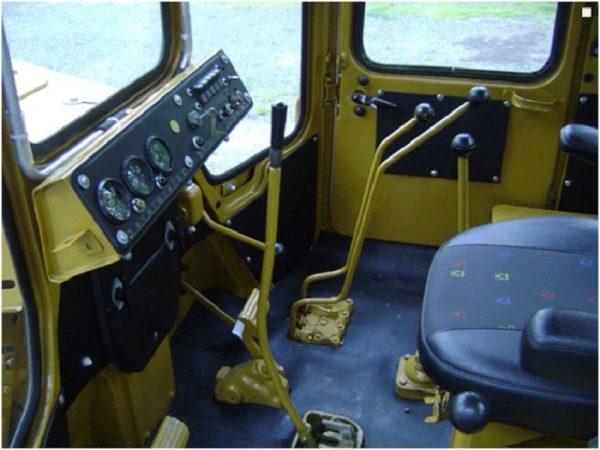 Кабина бульдозера Т-130 внутри