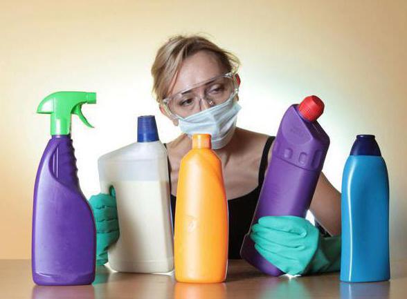 Меры предосторожности во время чистки засоров химическими средствами