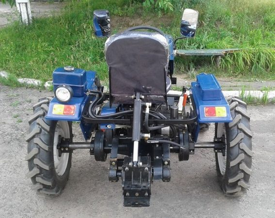 Мини-трактор Булат 120 - вид сзади