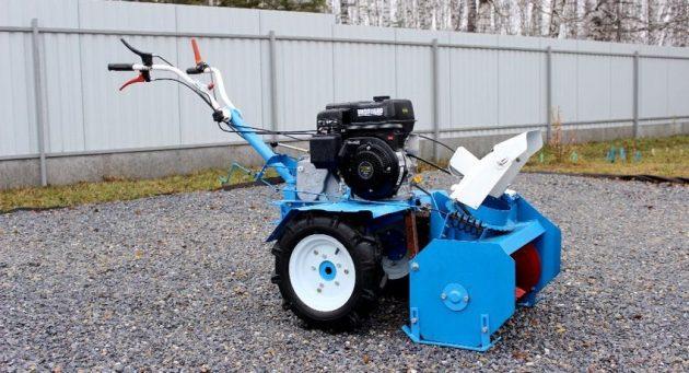 Мотоблок Нева с двухступенчатым снегоочистителем