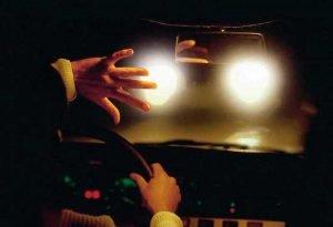 Ослепление встречного транспорта - причина для регулировки света фар