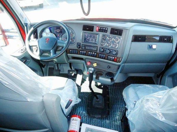 Рабочее место водителя Kenworth T680