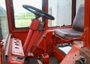 Рабочее место водителя трактора Т-16
