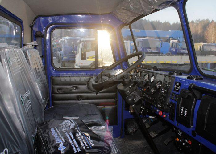 СалонУрала 4320 кабина внутри