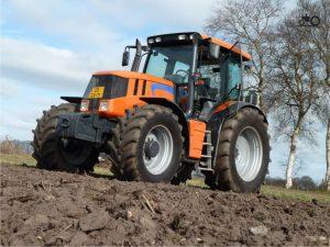 Трактор Terrion 3180