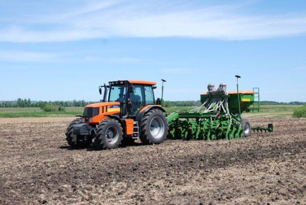 Трактор Terrion 3180 с навесным оборудованием