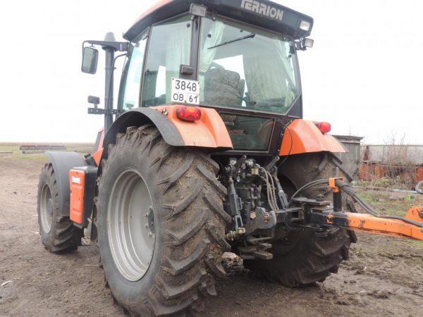 Трактор Terrion 3180 - вид сбоку