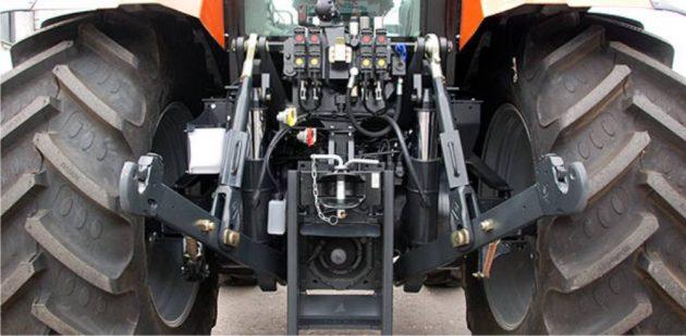 Трактор Terrion 3180 -вид сзади