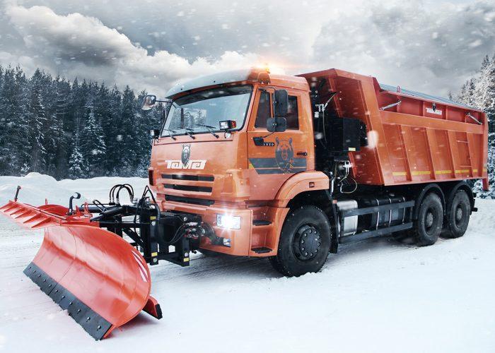 Уборка снега отвалом КДМ