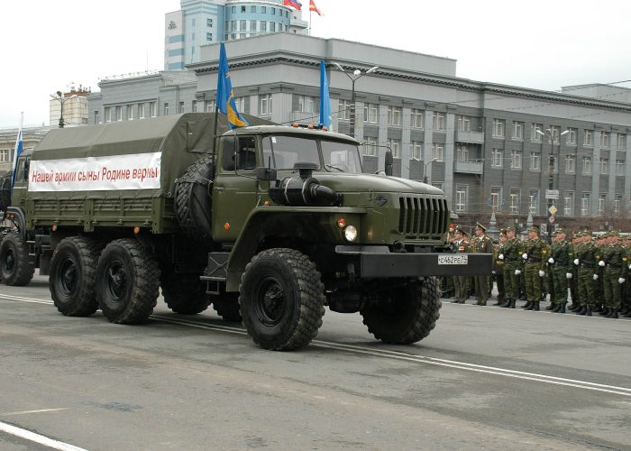 ВоенныйУрал 4320 армейский грузовик