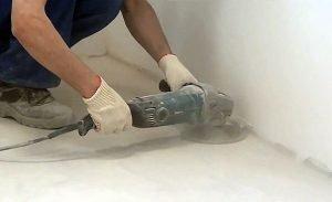 Устранение неровностей в бетонном полу с помощью болгарки