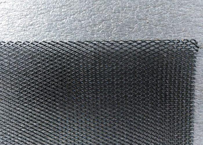 Кусок металлической решетки