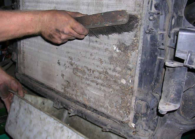 Щетка для чистки радиатора