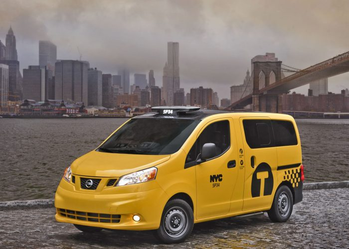 Такси Nissan NV200