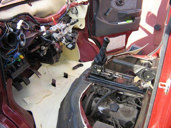 Расположение двигателя в микровэне FAW 6371