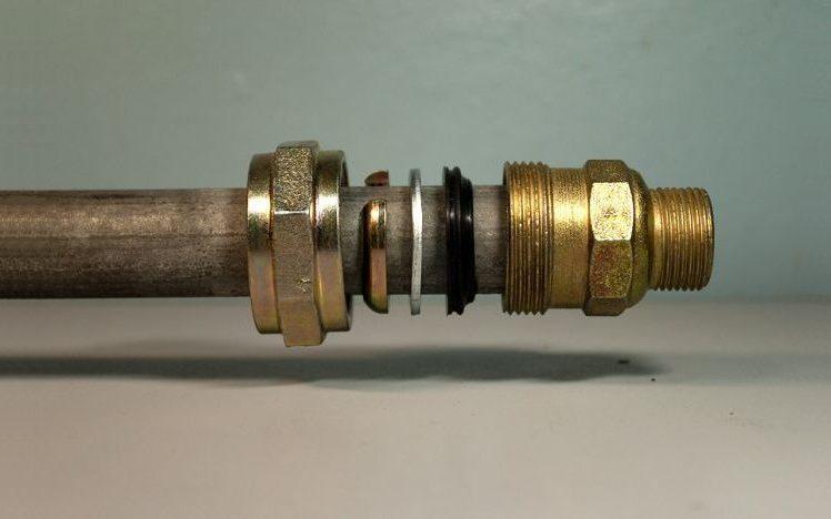 Муфта должна располагаться на трубе ровно, без перекосов, иначе соединение не будет герметичным